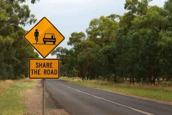 Narrow-Australian-Rural-Road